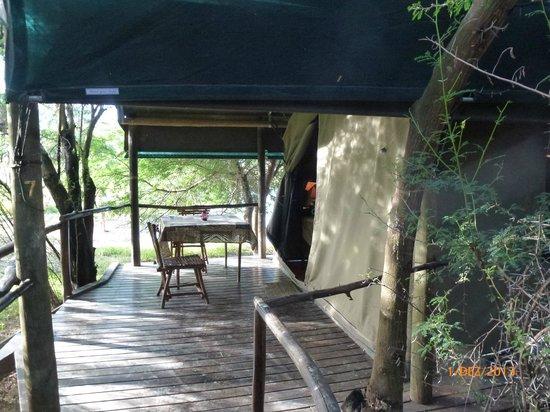 Chandelier Game Lodge & Ostrich Show Farm: Veranda vom Zelt