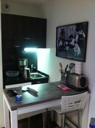 Lagrange City Aparthotel Lyon Lumiere : coin cuisine