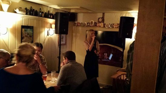 The Cartwheel Inn: Amazing singers have performed here. Katie Francesca sings on the official opening night.