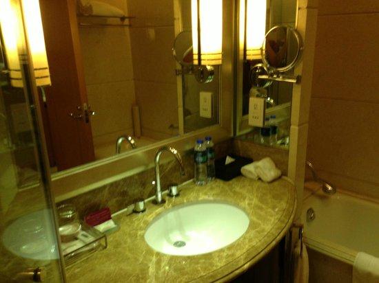 Crowne Plaza Shanghai Fudan: mirror