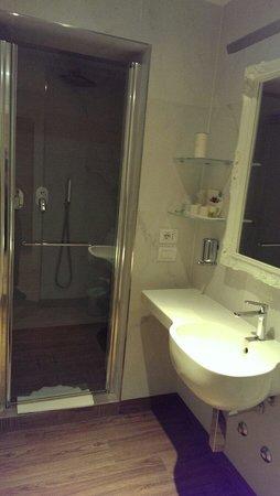 Hotel Select Suites & Spa: Bagno H-suite 410