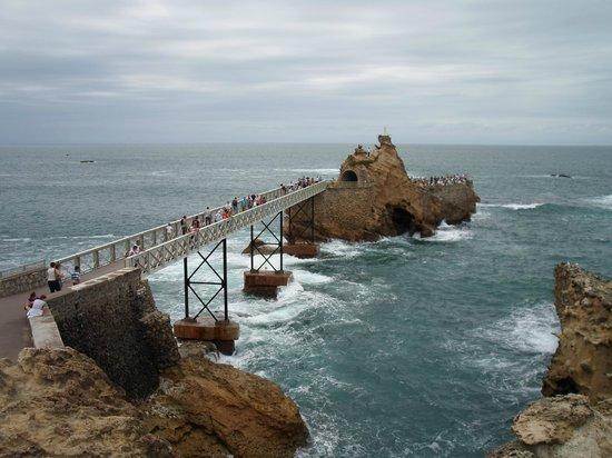 Rocher de la Vierge : Puente hacia la roca
