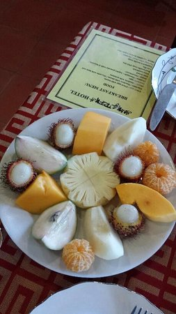 Hoang Trinh Hotel: Tropical Fruit Platter served at Breakfast