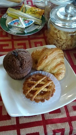 Hoang Trinh Hotel: Pastries served at breakfast