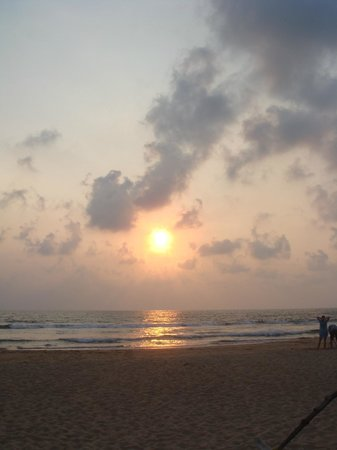 Chitra Ayurveda : Sunset at the beach