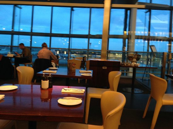 Gordon Ramsay Plane Food Restaurant: View across the restaurant