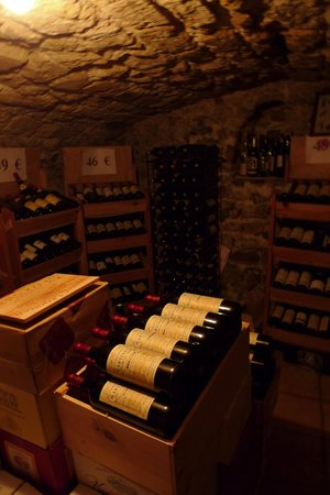 Au Vieux Paris d'Arcole : 地下にワインセラーがありました。