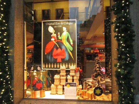 Fragrance Museum Farina-House: Витрина музея-магазина Фарина