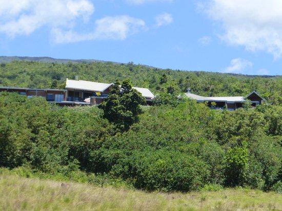 Diana Dea Lodge : l'hôtel vu de la route