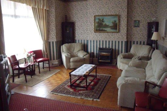 The Fernside: Guest lounge