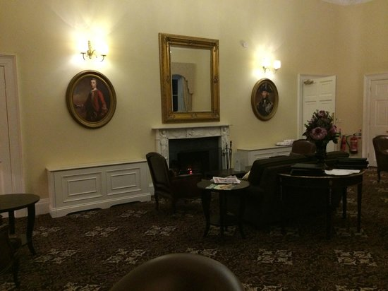 Bailbrook House Hotel : A Reception Room prior to Dinner