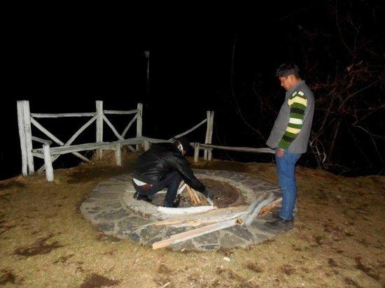 V Resorts Narkanda Cottage : SHUKLA SETTING UP THE BONFIRE