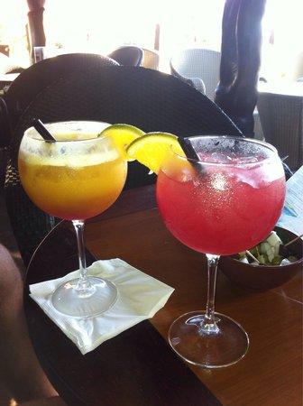 InterContinental Tahiti Resort & Spa : Happy hour at tiki bar