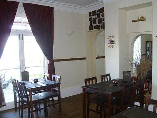 Pink Beach Guest House: Breakfast room