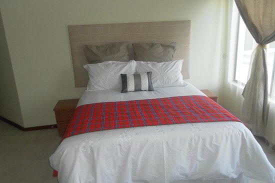 Nazini White House Bed and Breakfast: King size room