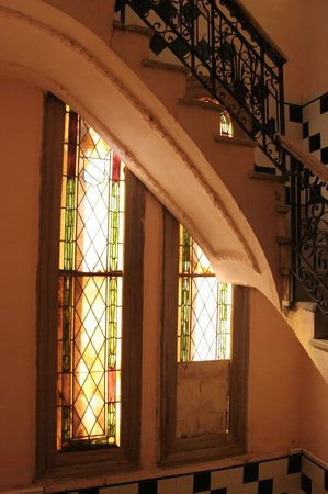 Houses, Alexis and Mary No 1 and No 2: Vidrios de la escalera de acceso
