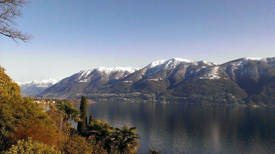 Hotel Collinetta : Aussicht vom Zimmerbalkon auf den Lago Maggiore 2