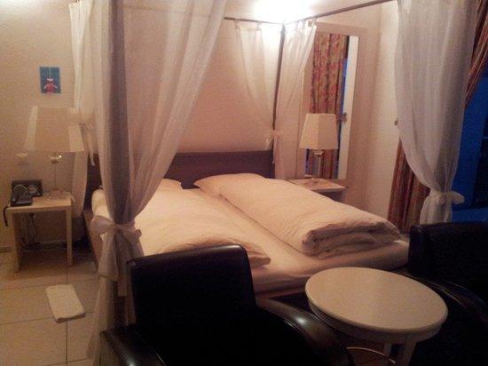 Hotel Collinetta : Hotelzimmer (sorry für die schlechte Bildqualität!)