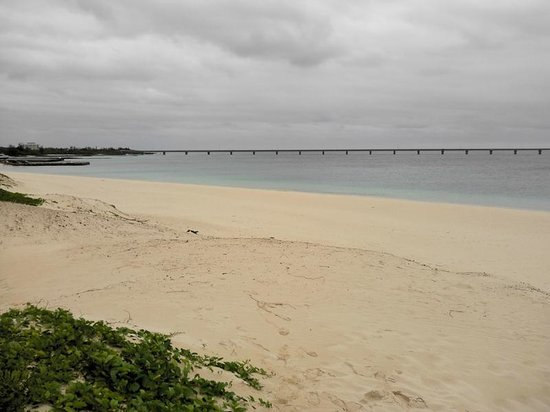 Yonaha Maehama Beach: 美しいエメラルド色の海
