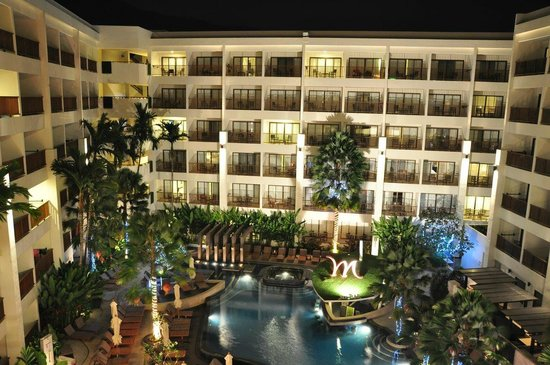 Deevana Plaza Phuket Patong: Mercure hotel in the evening