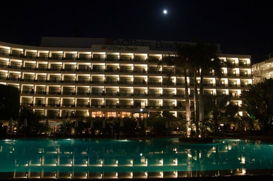 Seaside Palm Beach : Hotel view from the pool area