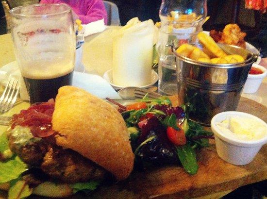 Guys Bar & Snug: briliant blue cheese burger