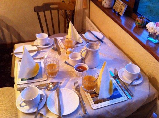 Moher House Bed and Breakfast : Frühstückstisch
