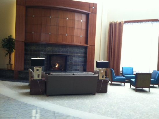 Grand Traverse Resort: Lobby Fire Place