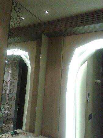 Princesa Munia Hotel & Spa: Iluminación entrada habitación