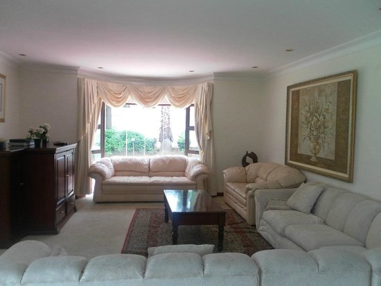 Nazini White House Bed and Breakfast: Lounge