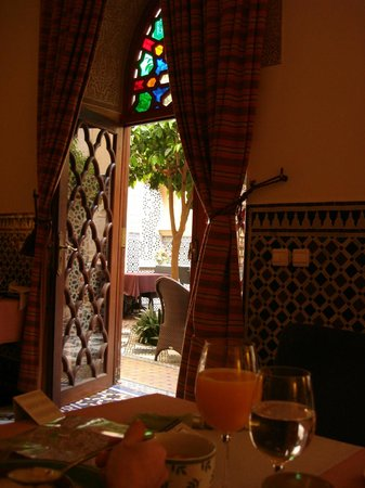 Riyad Al Moussika: Breakfast room