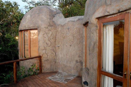 Manyatta Rock Camp : Outside shower
