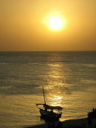 Waikiki Zanzibar Resort: tramonto Stone Town da Africa House