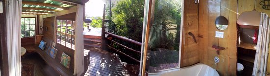 Teniqua Treetops: Treehouse deck from bedroom
