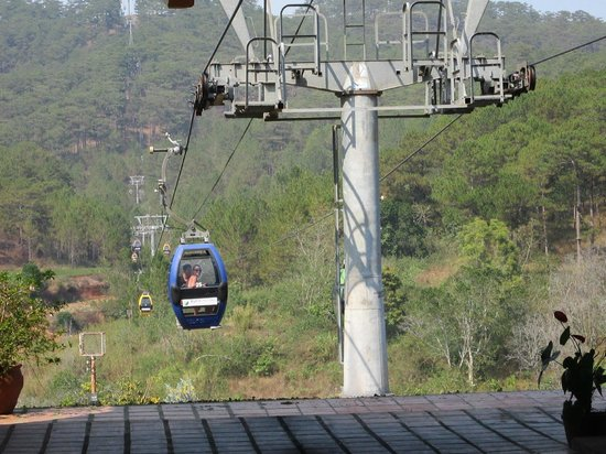 Thien Vuong Co Sat Pagoda : Cable cars