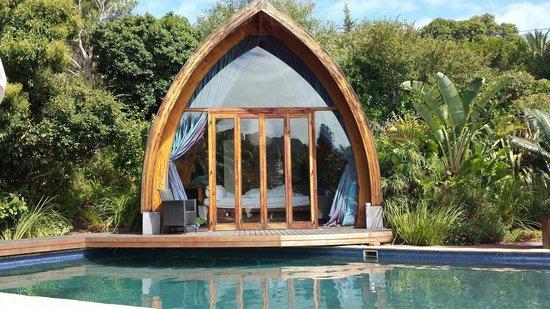 CUBE Guest House: Cottage bord de piscine