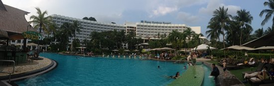 Shangri-La's Rasa Sentosa Resort & Spa : Pana facing the hotel