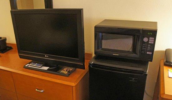 فيرفيلد إن آند سويتس ماريوت أوبورن: TV Microwave and Refrig