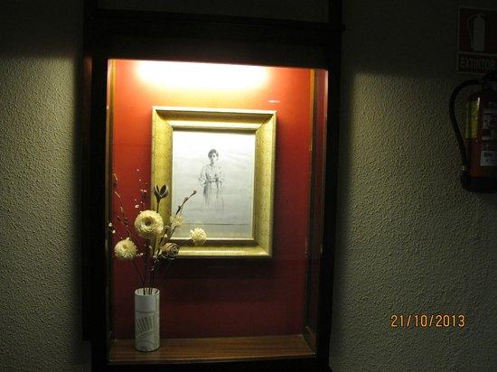 Las Vegas Hotel : Коридор оформлен красивыми рисунками