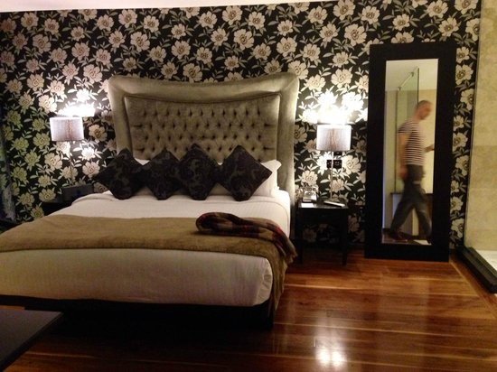 The Twelve Hotel: Massive Bed