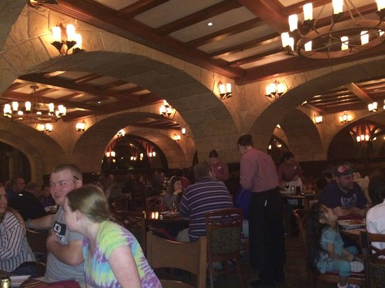 Le Cellier Steakhouse: Old World Dining