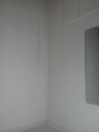 Hosteria Costanera: sin azulejos, solo las placas de obra