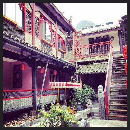 Yangshuo West Street Residence : Inner garden of the hotel