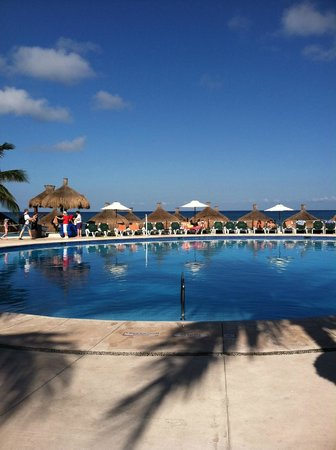 Occidental Cozumel: Beach side pool