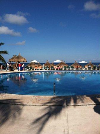 Occidental Cozumel: Beach side pool