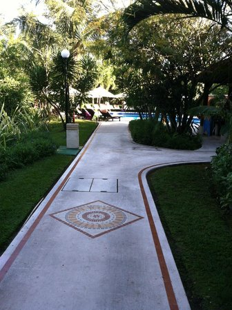 Occidental Cozumel: Main walk way
