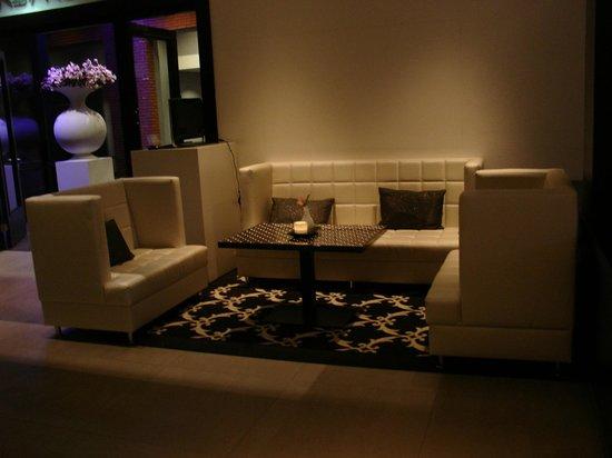 Van Der Valk Hotel Almere: Lobby bar (part of)