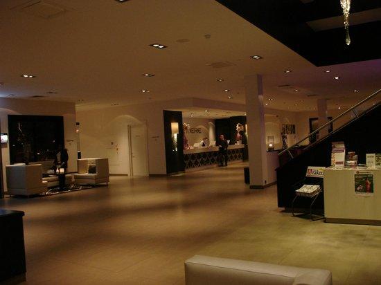 Van Der Valk Hotel Almere: Lobby