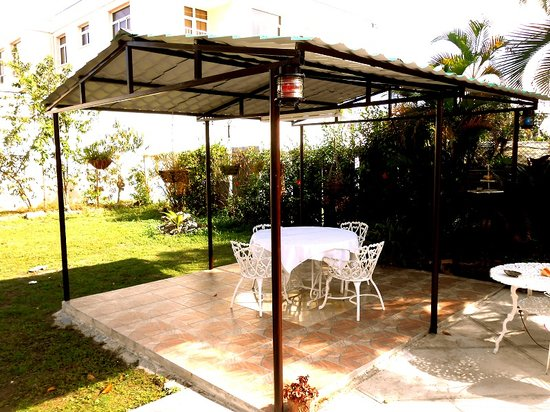 Terraza picture of hostal casa amarilla cienfuegos for Hostal casa amarilla