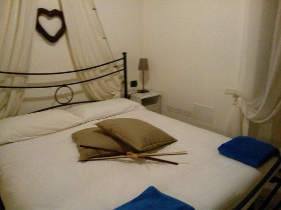 Appartamenti Antica Dro : La camera matrimoniale